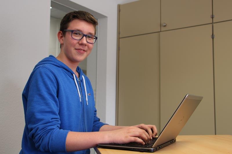 mod IT Karriere Schulbank gegen Bürostuhl getauscht: Janne Ole Hennigs testet mod IT im dreiwöchigen Praktikum